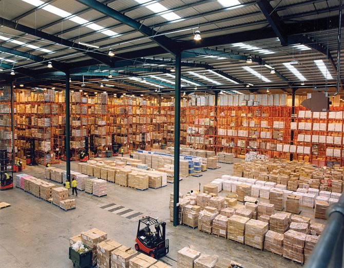 1155px-Modern_warehouse_with_pallet_rack_storage_system
